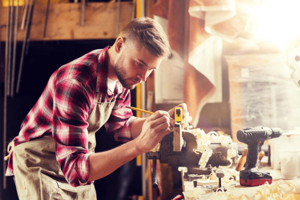 Formations obligatoires pour les menuisiers charpentiers